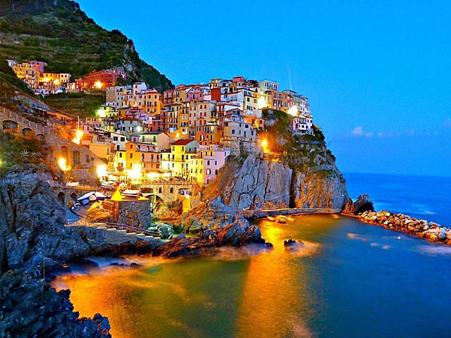 The village of Manarola in 5 Terre